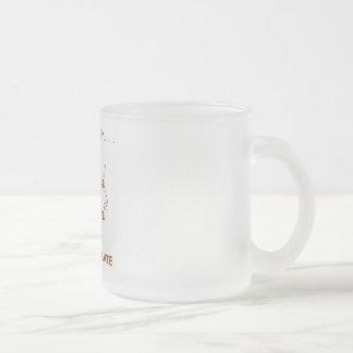 Coma… el sueño… piensan el chocolate (la taza de café esmerilada