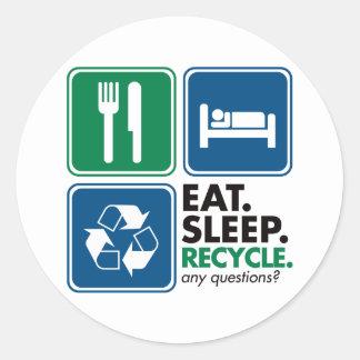 Coma el sueño reciclan pegatina redonda