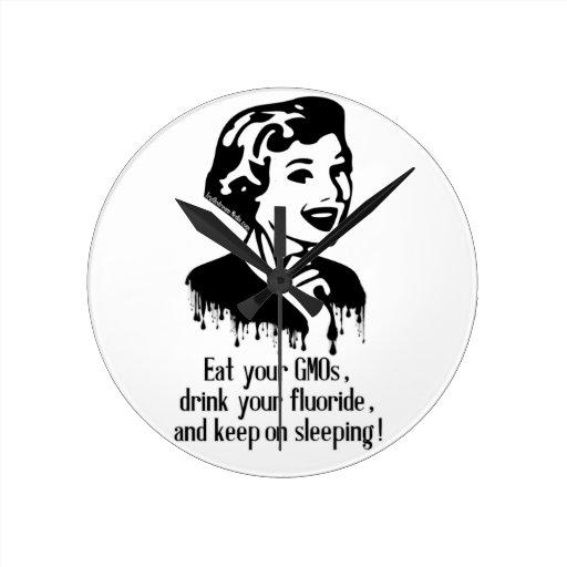 ¡Coma GMO, beba el fluoruro, y guarde el dormir! Relojes