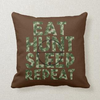 Coma la almohada del camo de la repetición de la