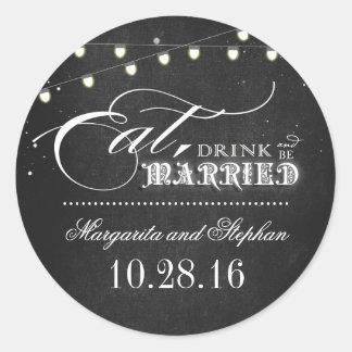 coma la bebida y sea boda casado de la pizarra pegatina redonda