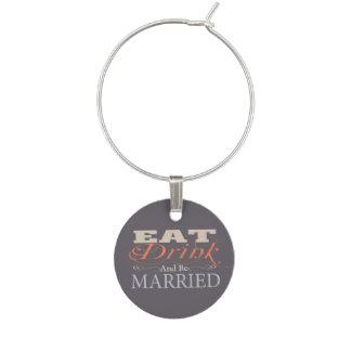 Coma la bebida y sea boda casado identificadores de copas