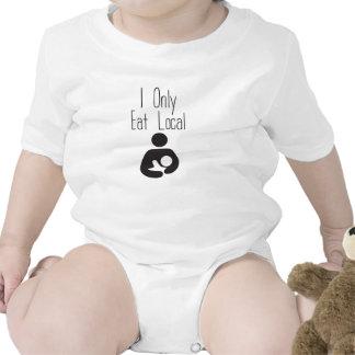 Coma la camiseta de amamantamiento local del bebé