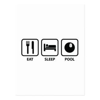 Coma la piscina del sueño postal