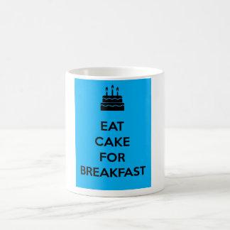 Coma la torta para el desayuno taza básica blanca