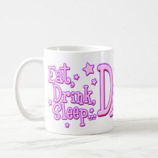 Coma las tazas de la danza del sueño de la bebida