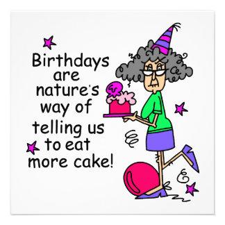 Coma más humor del cumpleaños de la torta comunicado
