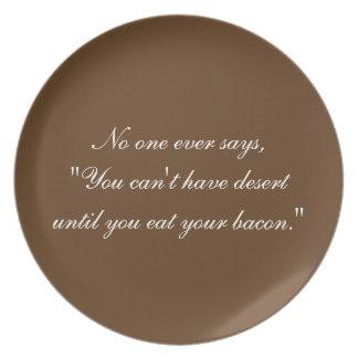 Coma su placa del tocino plato de cena