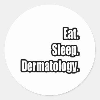 Coma. Sueño. Dermatología Pegatina Redonda