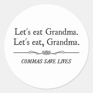 Comamos a la abuela que las comas ahorran vidas pegatina redonda