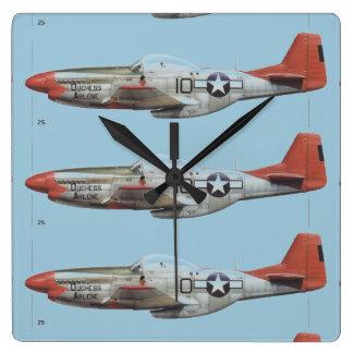 """combatiente de p-51 de """"duquesa Arlene"""" Reloj Cuadrado"""