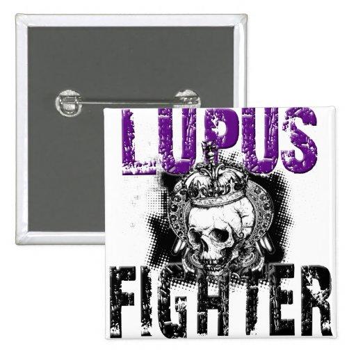 Combatiente del lupus con el cráneo pin