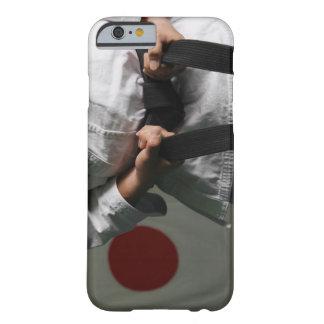 Combatiente del Taekwondo que tensa la correa Funda Barely There iPhone 6