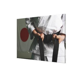 Combatiente del Taekwondo que tensa la correa Impresión En Lienzo