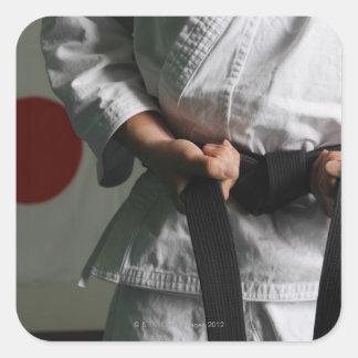 Combatiente del Taekwondo que tensa la correa Pegatina Cuadrada