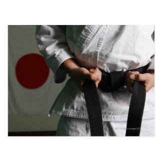 Combatiente del Taekwondo que tensa la correa Postales