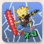 Combatiente fresco del gato con el arma y espada y posavasos de bebidas