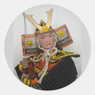 combatiente mongol de las espadas del ninja del etiquetas redondas