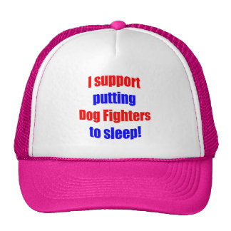 Combatientes del perro puestos para dormir gorras