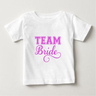 Combine a la novia, diseño rosado del texto del playeras