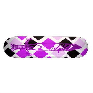 Comedor púrpura de la gente tablas de patinar