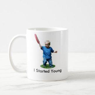 Comencé jóvenes taza