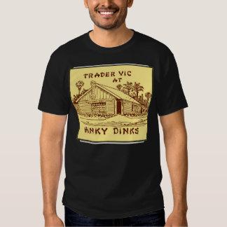 Comerciante Vic en Hinky Dinks, Oakland, CA, circa Camisas