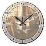 Comercio - torno - un torno viejo reloj de pared