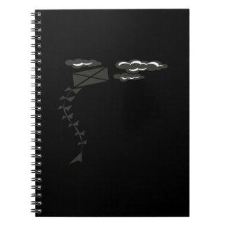 Cometa blanco y negro cuadernos