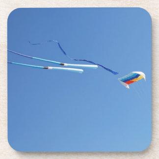 Cometa de la cola larga del multicolor posavaso