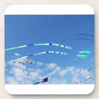Cometa de la cola larga del verde azul posavasos