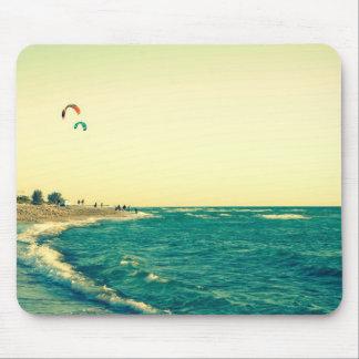 Cometa de la playa de Venecia que practica surf 2 Alfombrillas De Ratón