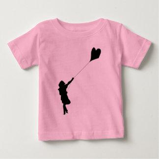 Cometa del amor del vuelo camisas