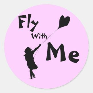 Cometa del amor del vuelo pegatina redonda