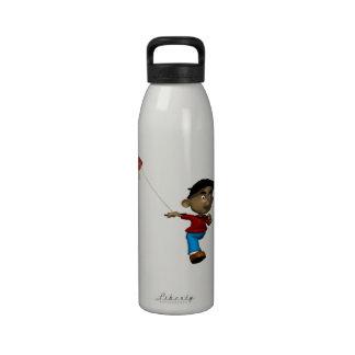 Cometa del vuelo del muchacho botella de agua reutilizable