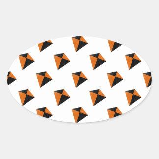 Cometas del diamante anaranjado y negro pegatinas óval personalizadas