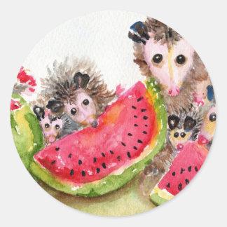 Comida campestre de la familia del oposum etiquetas redondas