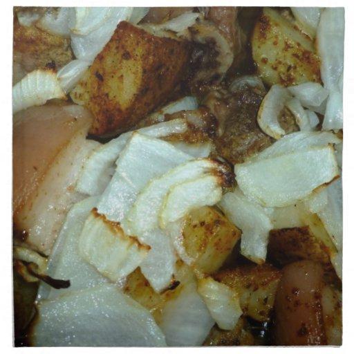 Comida campestre del cerdo con las patatas y las c servilleta de papel