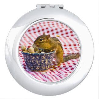 Comida campestre del Chipmunk Espejo Para El Bolso