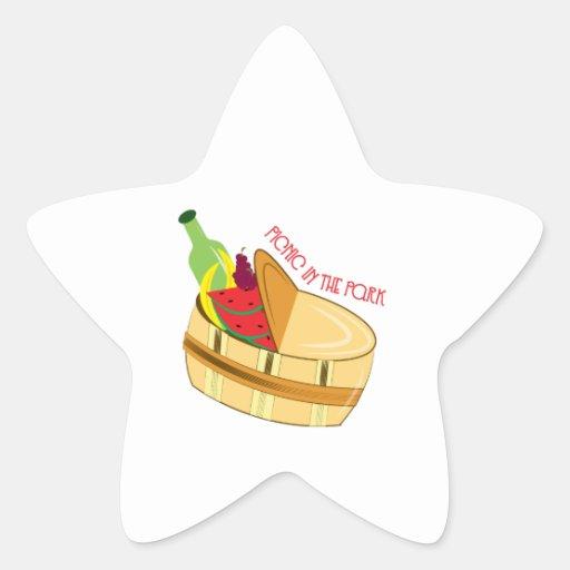 Comida campestre en parque calcomanía cuadrada personalizada