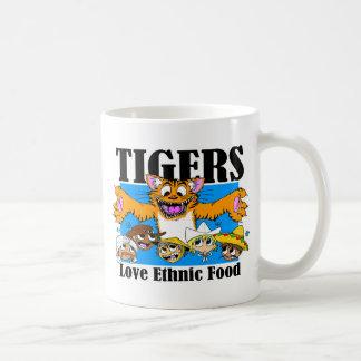 Comida étnica del amor de los tigres taza básica blanca