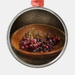Comida - uvas - un cuenco de uvas ornamento de navidad