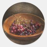 Comida - uvas - un cuenco de uvas etiquetas redondas