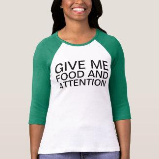 comida y atención camisetas