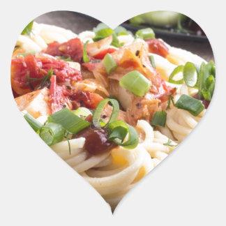 comidas Hogar-cocinadas en una estera gris - Pegatina En Forma De Corazón