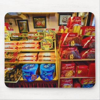 Comidas y dulces italianos en el mousepad de la av