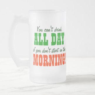 Comience a beber por la mañana tazas