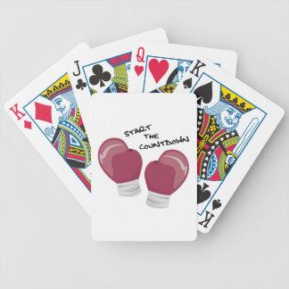 Comience la cuenta descendiente barajas de cartas