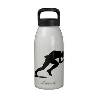 Comienzo corriente del sprint botella de agua