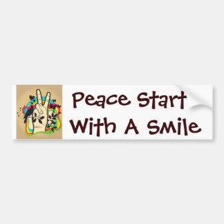Comienzo de la paz con una sonrisa etiqueta de parachoque